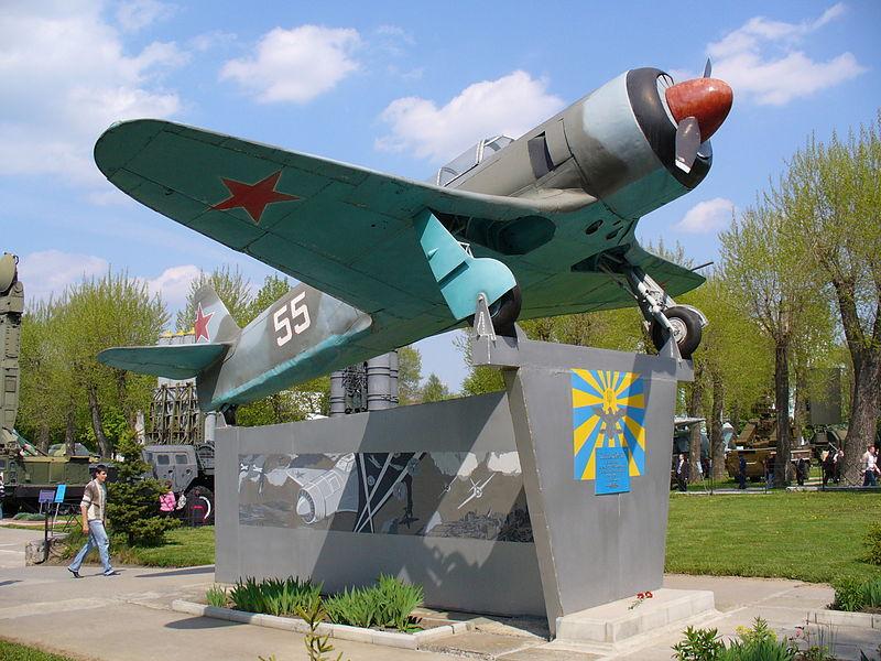 File:Monument Yak-11 2007 G1.jpg