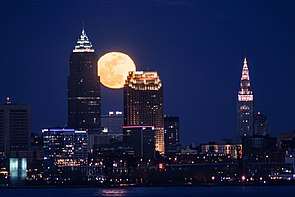 Moon over Cleveland (33388400986).jpg