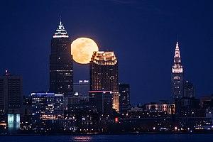 Moon over Cleveland (33388400986).jpg