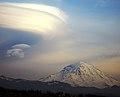 Mt. Rainier-Lenticular Cloud - panoramio.jpg