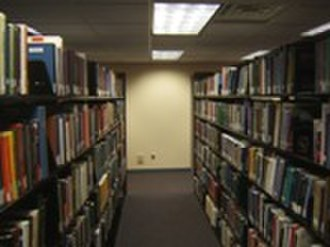 University of Minnesota School of Journalism and Mass Communication - Image: Murphy lib aisle