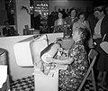 Najaarsbeurs Utrecht, elektrische strijkmachine, Bestanddeelnr 907-3129.jpg