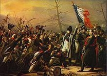 des soldats se précipitent vers Napoléon pour le rejoindre au pied d'un drapeau tricolore
