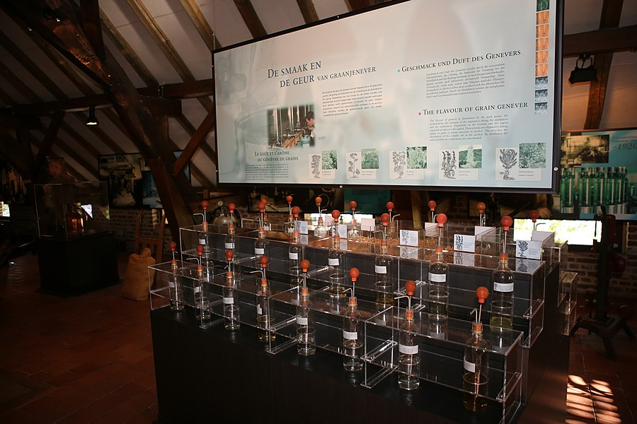 De interactieve stand waar bezoekers geuren en smaken kunnen herkennen in het Nationaal Jenevermuseum Hasselt, tijdens een bezoek op 26/10/2013.