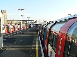 Neasden tube station 2005-12-10 01