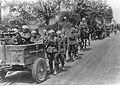 Niemiecka piechota w marszu przez Francję (2-285).jpg