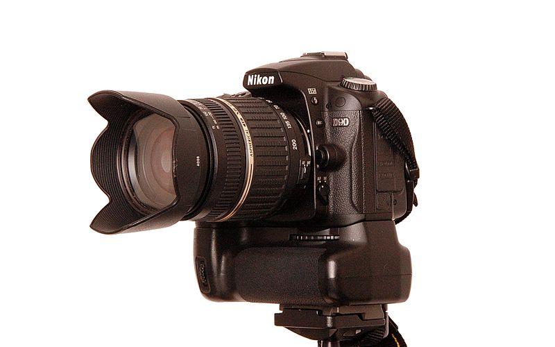File:Nikon-D90 18-270 by-RaBoe 01.jpg