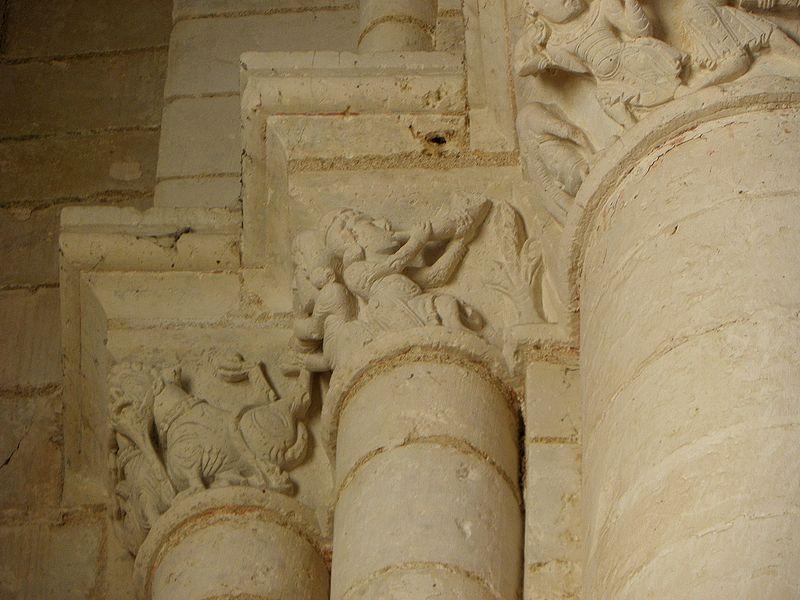 Abbatiale Saint-Junien de Nouaillé-Maupertuis (86). Intérieur. Chapiteau.
