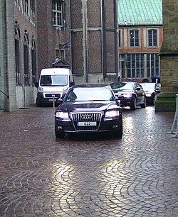 Official limousine of the German chancellor, Audi A8 W12 6.0 L, registration plate 0-2, seen in Bremen 2010.jpg