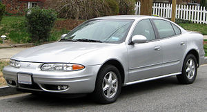 Oldsmobile Alero - Image: Oldsmobile Alero sedan 03 16 2012