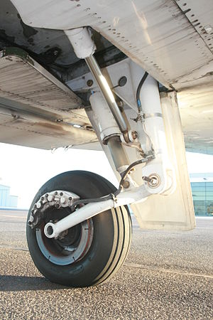 Trailing-arm suspension - Trailing-link landing gear leg on a Cessna 404 aircraft