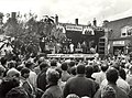 Optreden van Milly Scott, op het Gasthuisplein te Zandvoort. Geschonken in 1986 door United Photos de Boer bv. Identificatienummer 54-005803.JPG