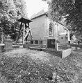Overzicht noordoostgevel met kerkhof met klokkenstoel - Solwerd - 20364736 - RCE.jpg