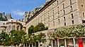 P1110006 Montserrat, à gauche labside de la basilique Santa Maria de Montserrat (6350647803).jpg