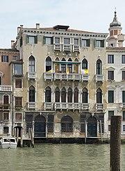 https://upload.wikimedia.org/wikipedia/commons/thumb/a/a9/Palazzo_Michiel_del_Brus%C3%A0.JPG/180px-Palazzo_Michiel_del_Brus%C3%A0.JPG