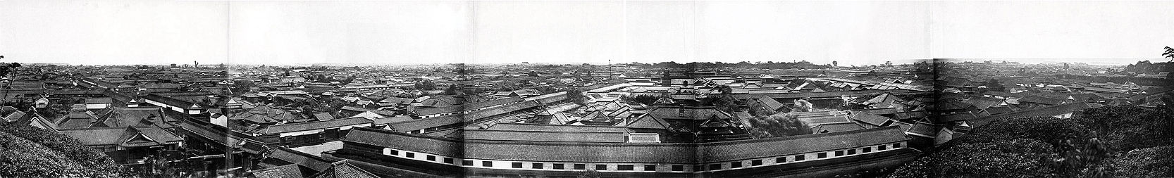 Edo, 1865 or 1866. Five albumen prints joined to form panorama. Photographer: Felice Beato