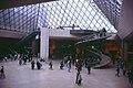 Paris-Louvre-085-in der Pyramide-1991-gje.jpg