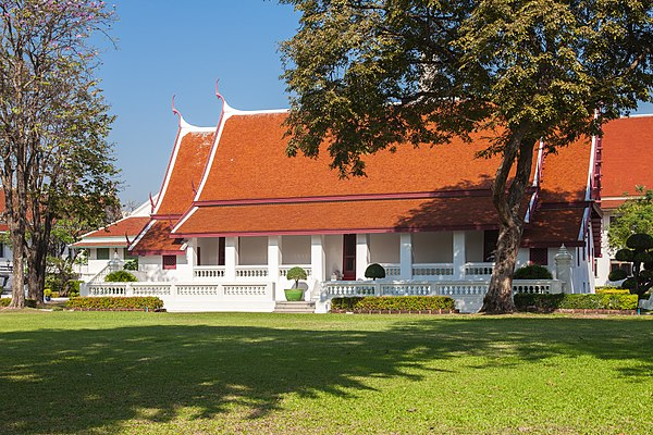 Phra Racha Wang Derm, the former royal palace of King Taksin, now used as the Royal Thai Navy's HQ, view form Phra Prang of Wat Arun, Thonburi, Bangkok. Phra Racha Wang Derm (I).jpg