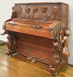 """"""" Histoires Vraies """" ou  Le Savoir """"  - Page 2 257px-Piano_art_nouveau_(1900),_piano_by_Henri_Hertz,_sculpture_by_Fran%C3%A7ois-Rupert_Carabin,_Mus%C3%A9e_des_Arts_D%C3%A9coratifs"""