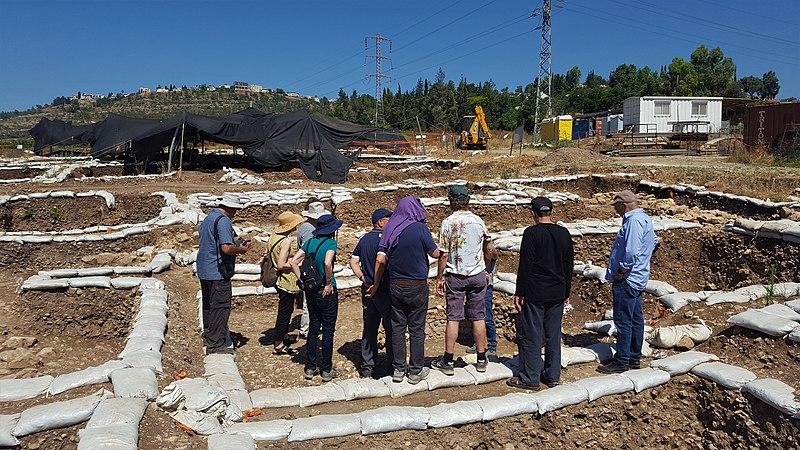 חפירה ארכיאולוגית ליד מוצא