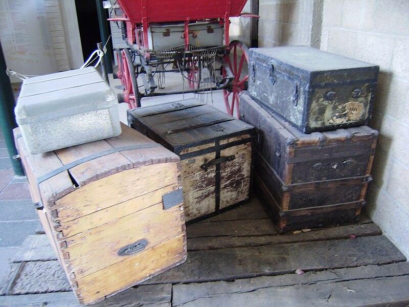 ארגזים ומזוודות