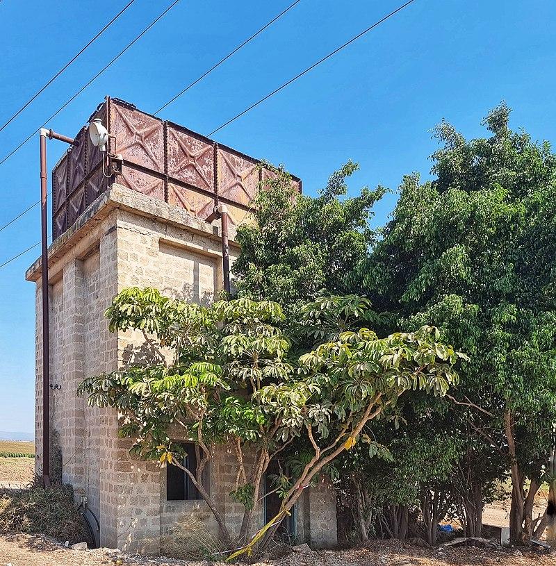 מגדל מים בריטי סמוך לנען
