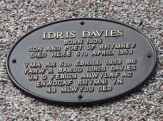 Idris Davies - Memorial plaque (in English and Cymraeg), Victoria Road, Rhymney