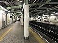 Platform of Bentencho Station (Chuo Line) 4.jpg