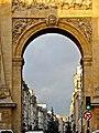 Porte Saint-Denis 2, Paris - le 29 decembre 2011.jpg