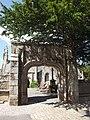Porte de l'enclos paroissial de Loguivy-lès-Lannion.jpg