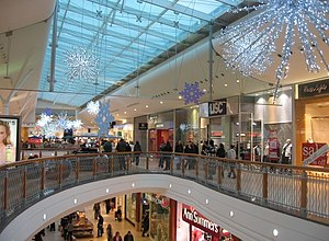 English: Pre Christmas shopping Festival Place.