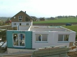 Tiedosto:Prefabricated house construction.ogv
