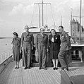 Prinses Juliana, prins Bernhard, met snor, generaal de Lattre de Tassigny en and, Bestanddeelnr 255-7603.jpg
