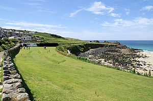 English: Putting Green, St Ives The green belo...