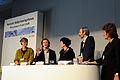 Rapportorenrna i diskussion med moderatorn vid det nordiska globaliseringsforumet i Riksgransen 2008-04-09.jpg