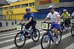 Recorrido en bicicletas públicas por la ciudad de Medellín. (7996165374)