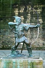 Robin Hood memorial statue in Nottingham.