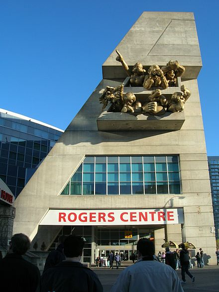 The Audience sculpture adorning the facade on the northwest corner of Rogers Centre stadium in Toronto. This photo only shows half of the art installation. The other set is located above the north east corner of the building, and is of similar size and configuration. Rogers Centre 02.JPG
