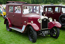 Rover 10 Fabric Saloon (1928) (15228126979).jpg