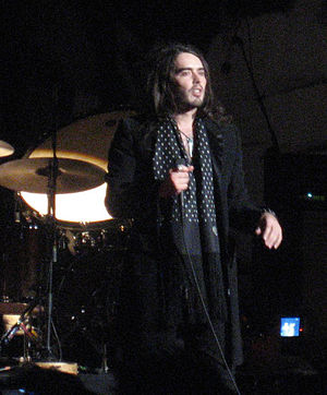 English: Comic and Morrisey fan Russell Brand ...