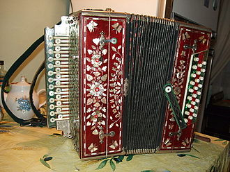 Garmon - Russian khromka, made in the Tula musical factory in the 20th century.