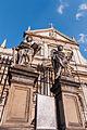 Rzeźby przed kościołem św.Piotra i Pawła, Kraków.jpg