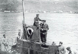 Maria von Trapp - Georg von Trapp on the bridge of a U-5 of the Austro-Hungarian Navy (1915).