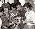 S spričevali v roki na šolskem dvorišču v Mariboru 1958.jpg