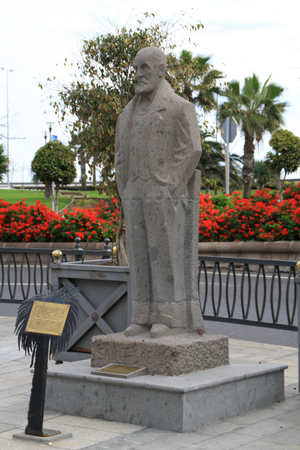 English: Statue of Camille Saint-Saëns in Las ...