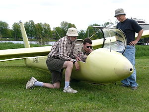 Pilot licensing in Canada - A Canadian glider pilot is ground briefed prior to solo in a Schweizer SGS 1-34 sailplane
