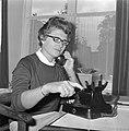 Semafoon officieel (oproepsysteem PTT), mevrouw Meijer kan haar man nu altijd be, Bestanddeelnr 916-8900.jpg