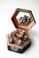 Sexkantigt flaskschatull(låda) från 1700-talet - Skoklosters slott - 93636.tif