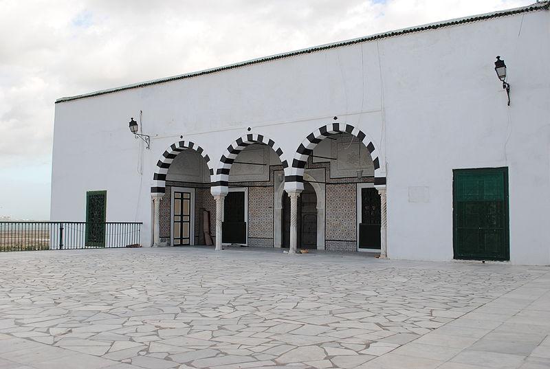 File:Sidi Belhassen Grotte.jpg