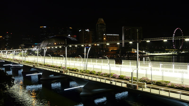 [IMG]http://upload.wikimedia.org/wikipedia/commons/thumb/a/a9/Singapore_grand_prix_fullerton_test.JPG/800px-Singapore_grand_prix_fullerton_test.JPG[/IMG]